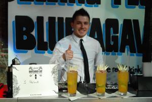 """Na zdjęciu: Krzysztof Jadach i zwycięski long drink """"Pasion por Mexico"""""""