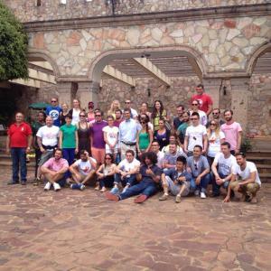 grupa TS zwiedzjącą Destylarnię Olmeca